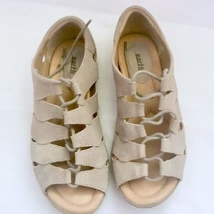Earth Shoes Ghillie sandals women's 9.5B Taupe